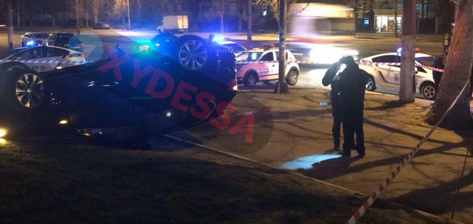 В Одесі перекинувся BMW з п'яним поліцейським за кермом. Фото