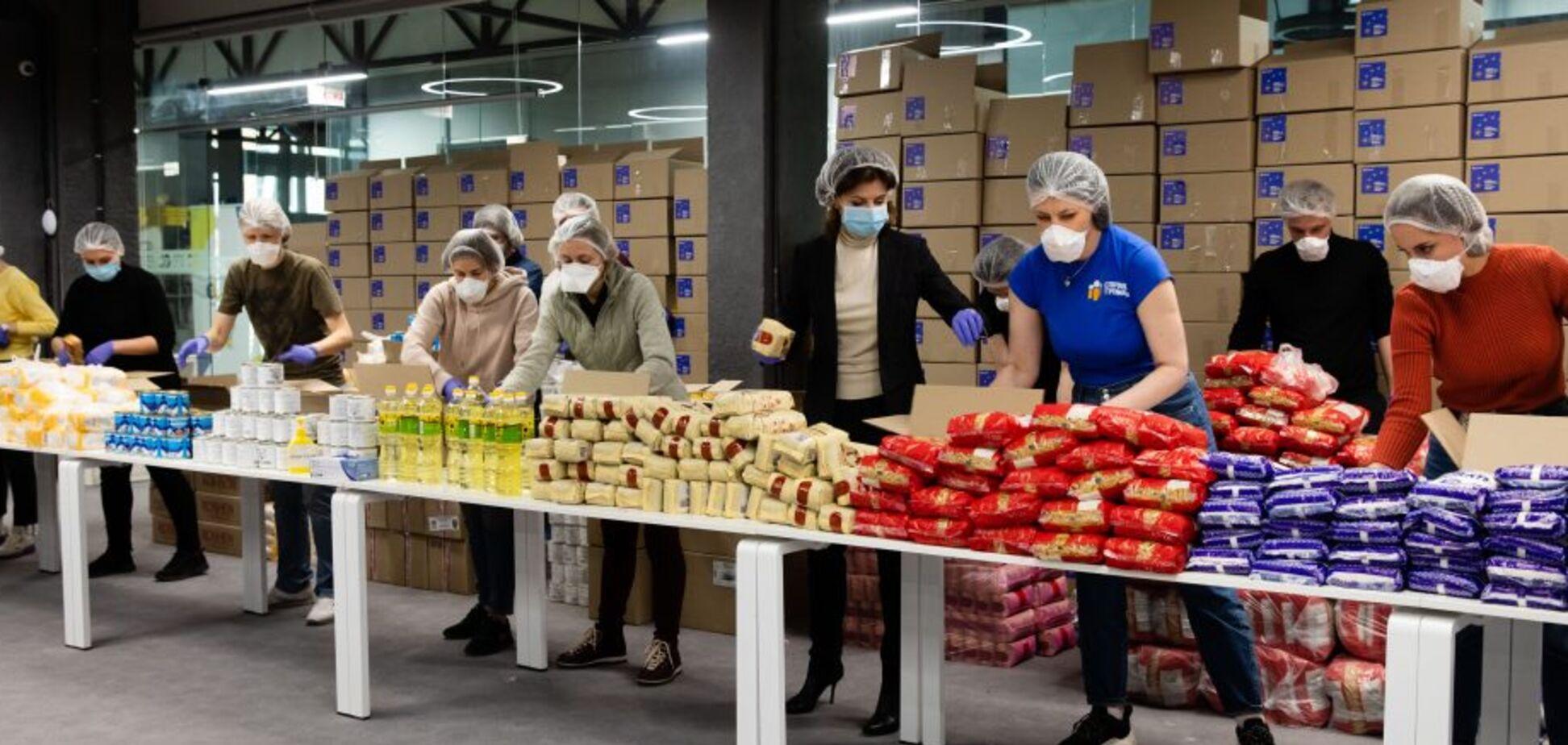 Фонд Петра Порошенка відправив пенсіонерам та людям з інвалідністю тисячі продуктових наборів