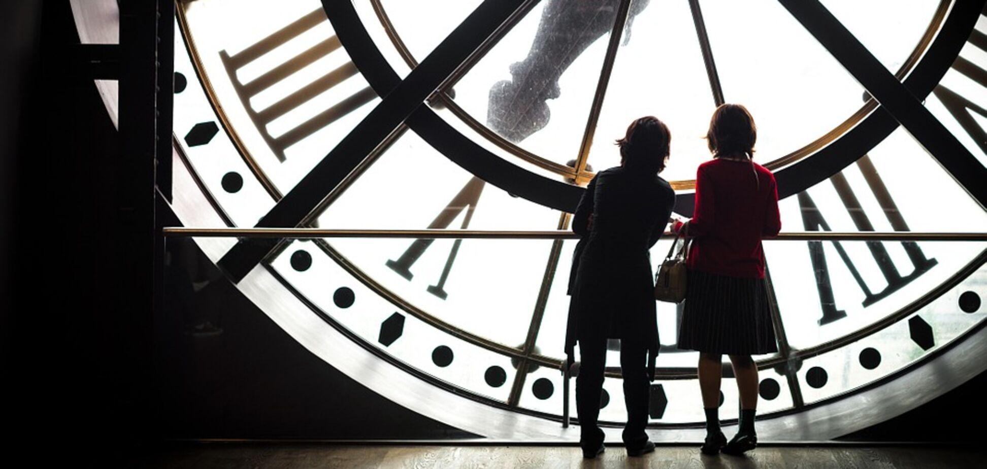 Как снизить риски от перевода часов на летнее время: советы врачей и психологов