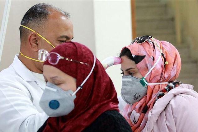 """Повірили у фейк: сотні іранців померли, випивши """"ліки"""" від коронавірусу"""
