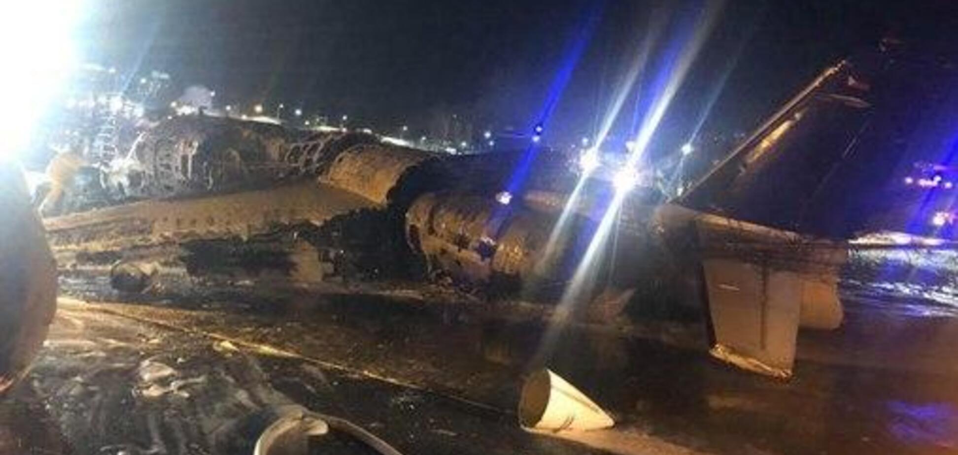 На Філіппінах розбився пасажирський літак. Фото та відео