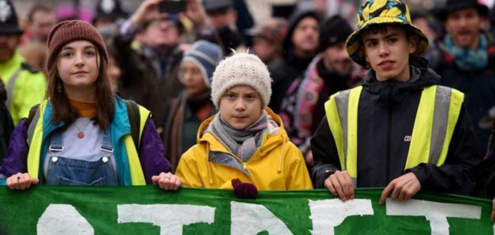 Грету Тунберг в Європі звинуватили в лицемірстві і знищенні екології