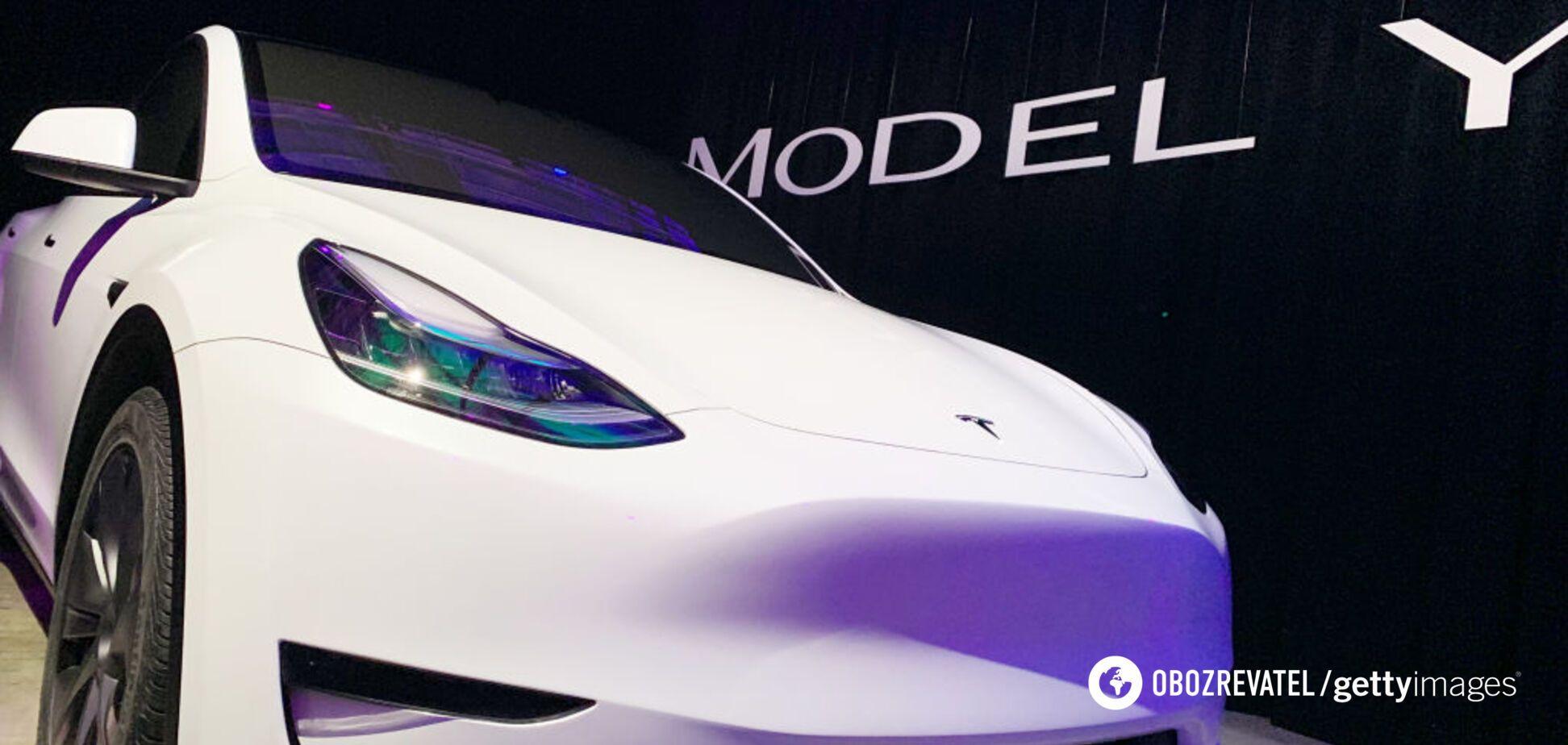 Tesla начала отгружать в магазины свой новый электромобиль Model Y