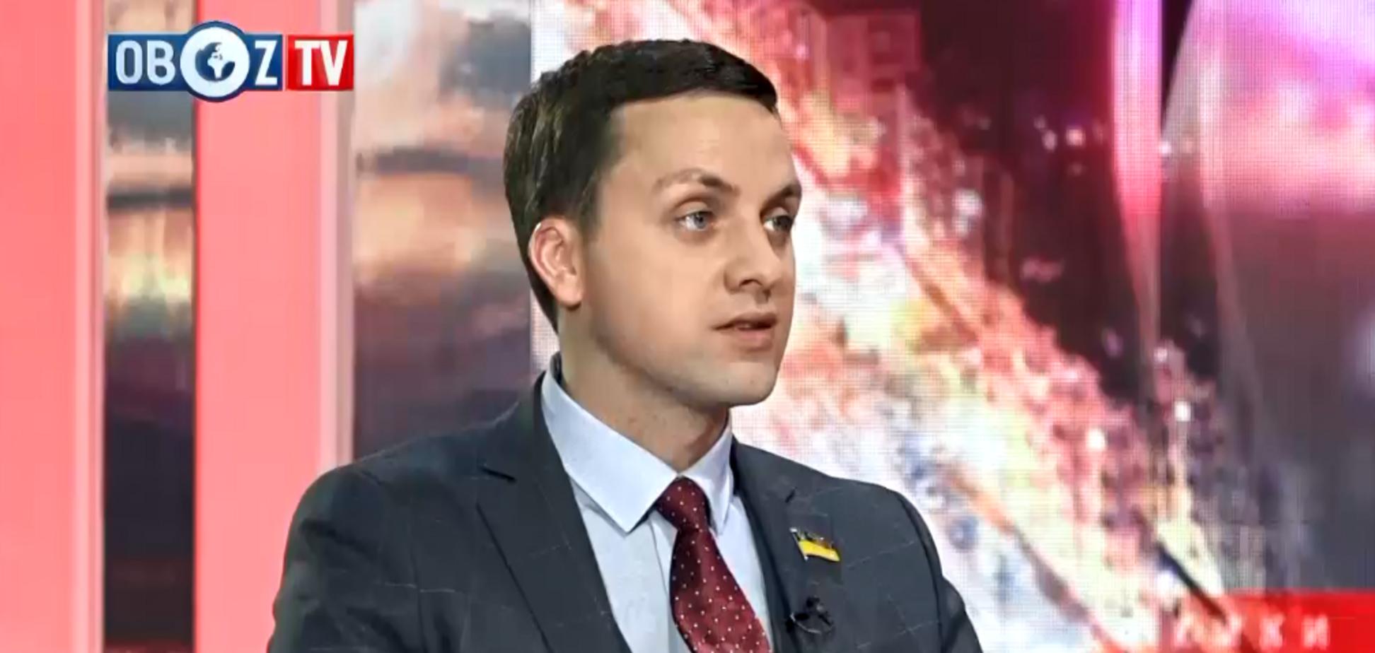 Горсовет Мелитополя могут распустить из-за потасовки депутатов со 'слугой народа'. Видео