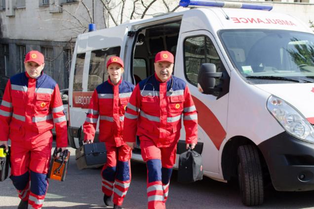 Почти 900 человек заболели COVID-19 в Украине