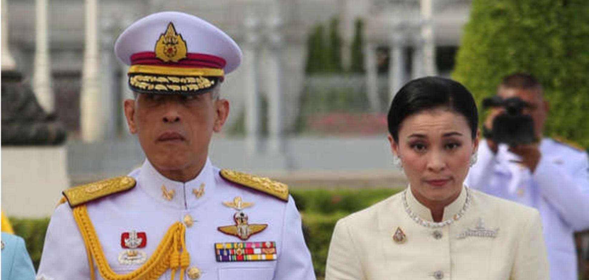 Король Таїланду ізольований в розкішному готелі з 20 коханками: вражаючі фото