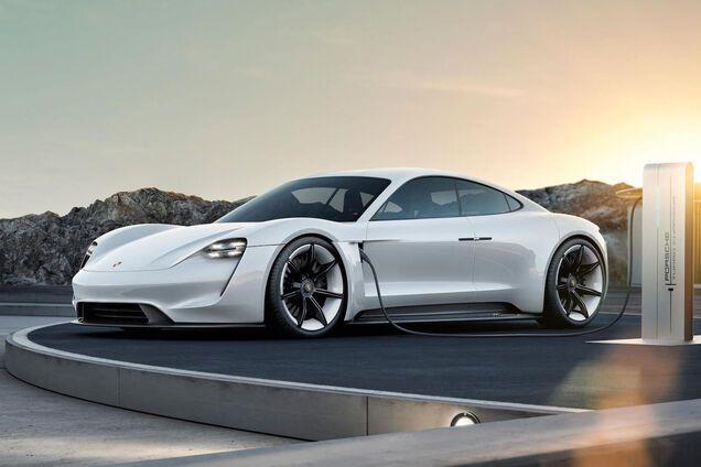 Электромобиль Porsche Taycan
