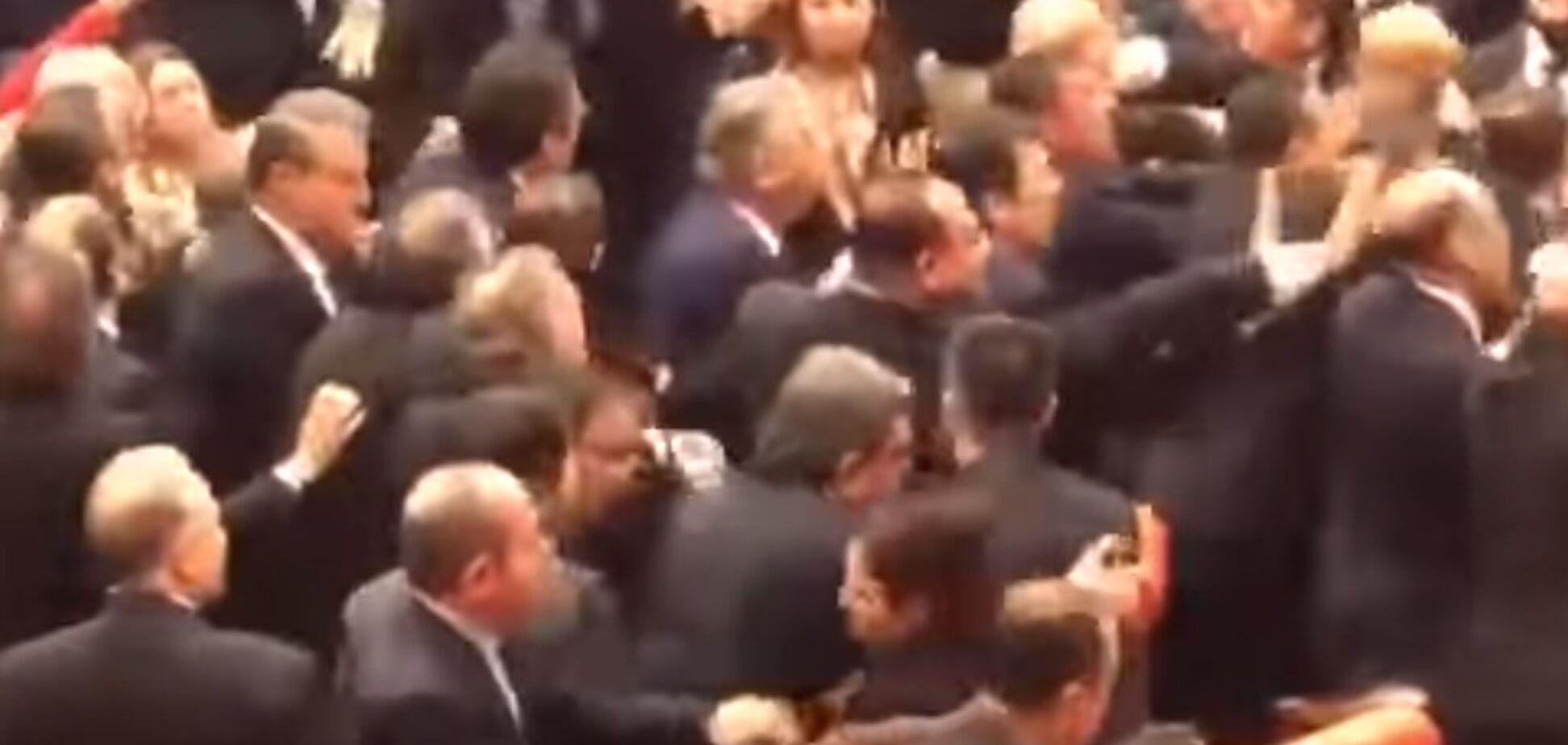 У турецькому парламенті депутати побилися через Ердогана. Відео