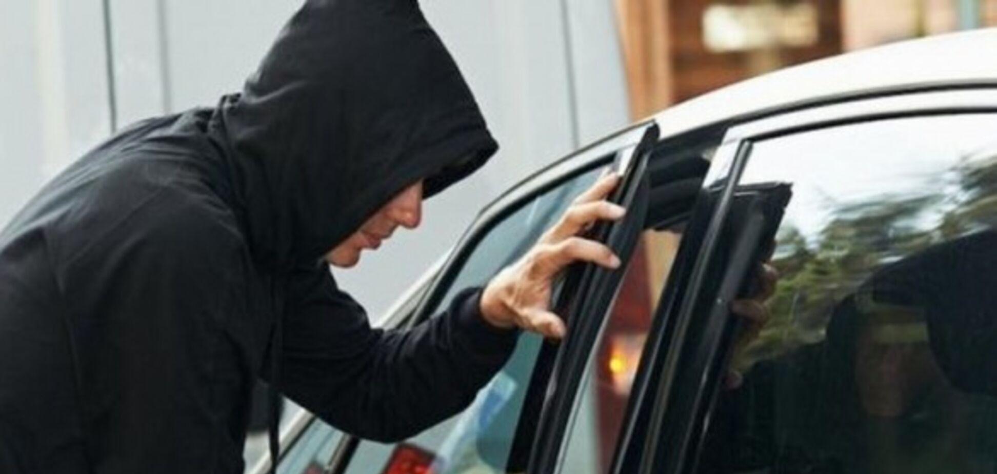 В Одессе дерзкие грабители выкрали из автомобиля 50 тысяч долларов