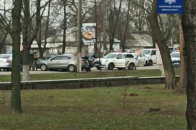 В Борисполе водитель приставил пистолет к голове