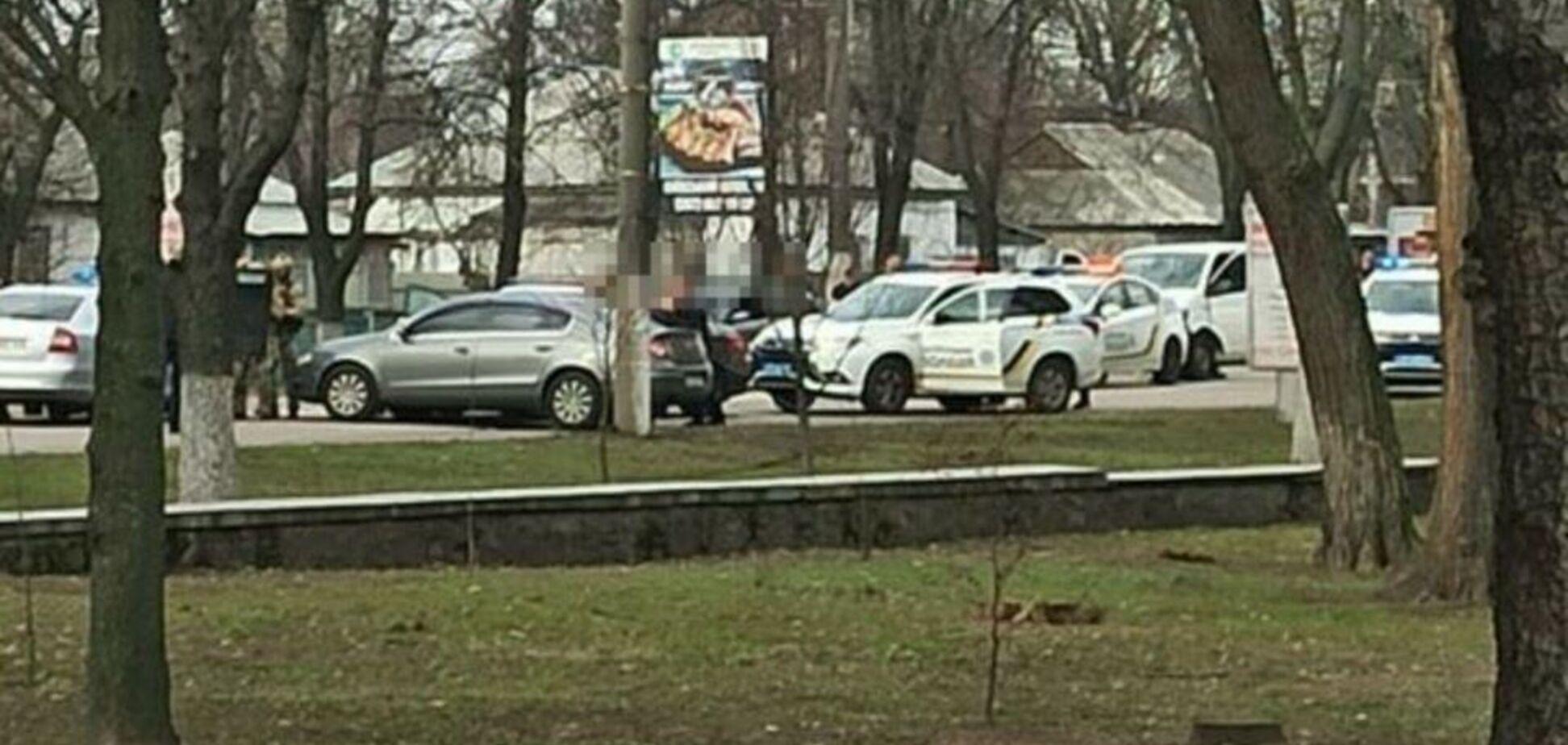 У Борисполі водій приставив пістолет до голови