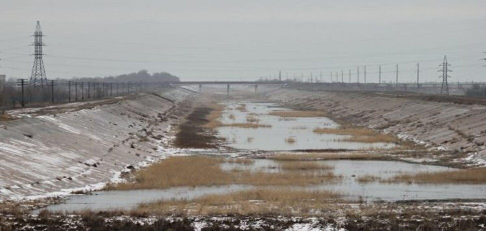 Два дня Кабмина: воду в Крым подавать, авиасообщение с РФ возобновлять