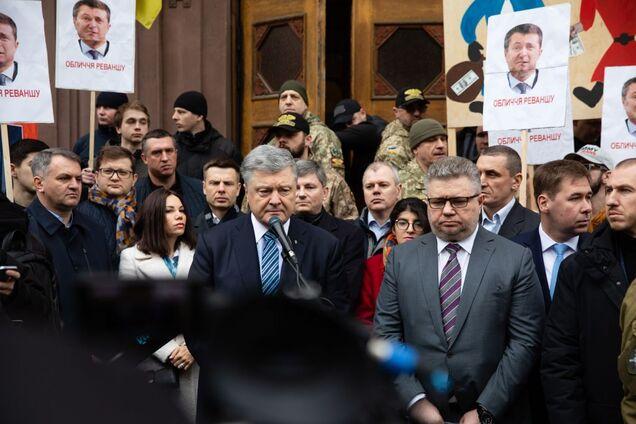 Адвокат назвал проект подозрения Порошенко абсурдным документом