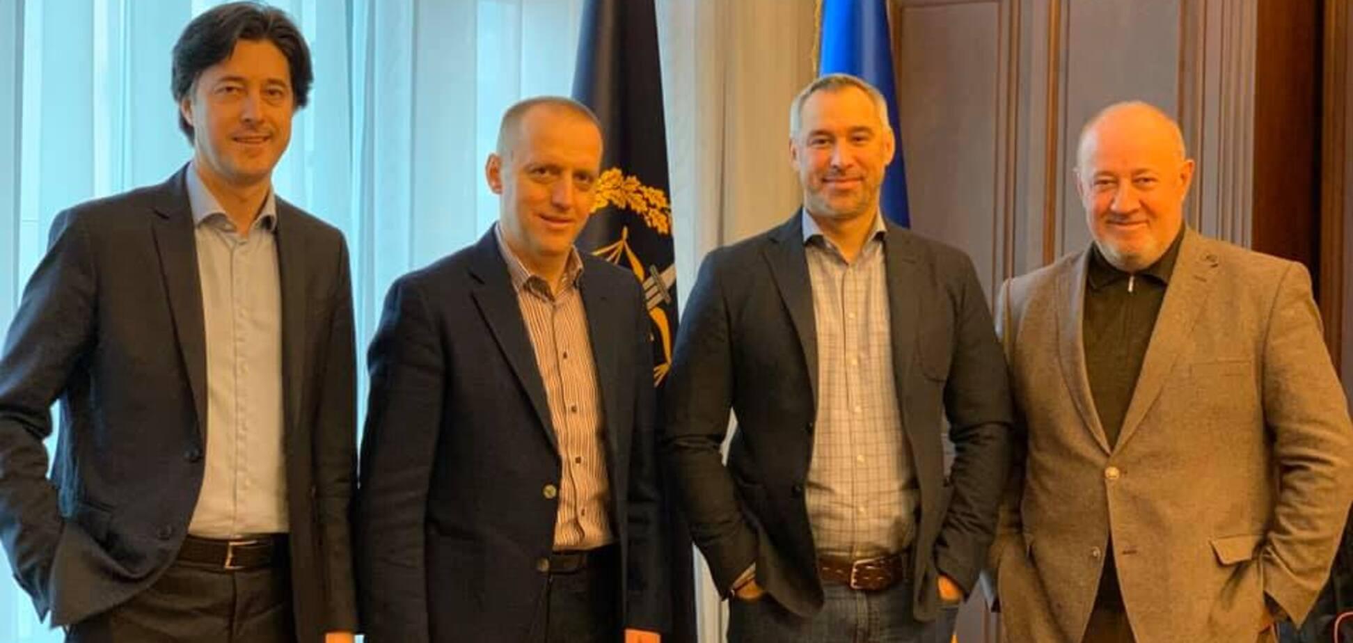 Рябошапка попрощался после отставки и показал фото из Офиса генпрокурора