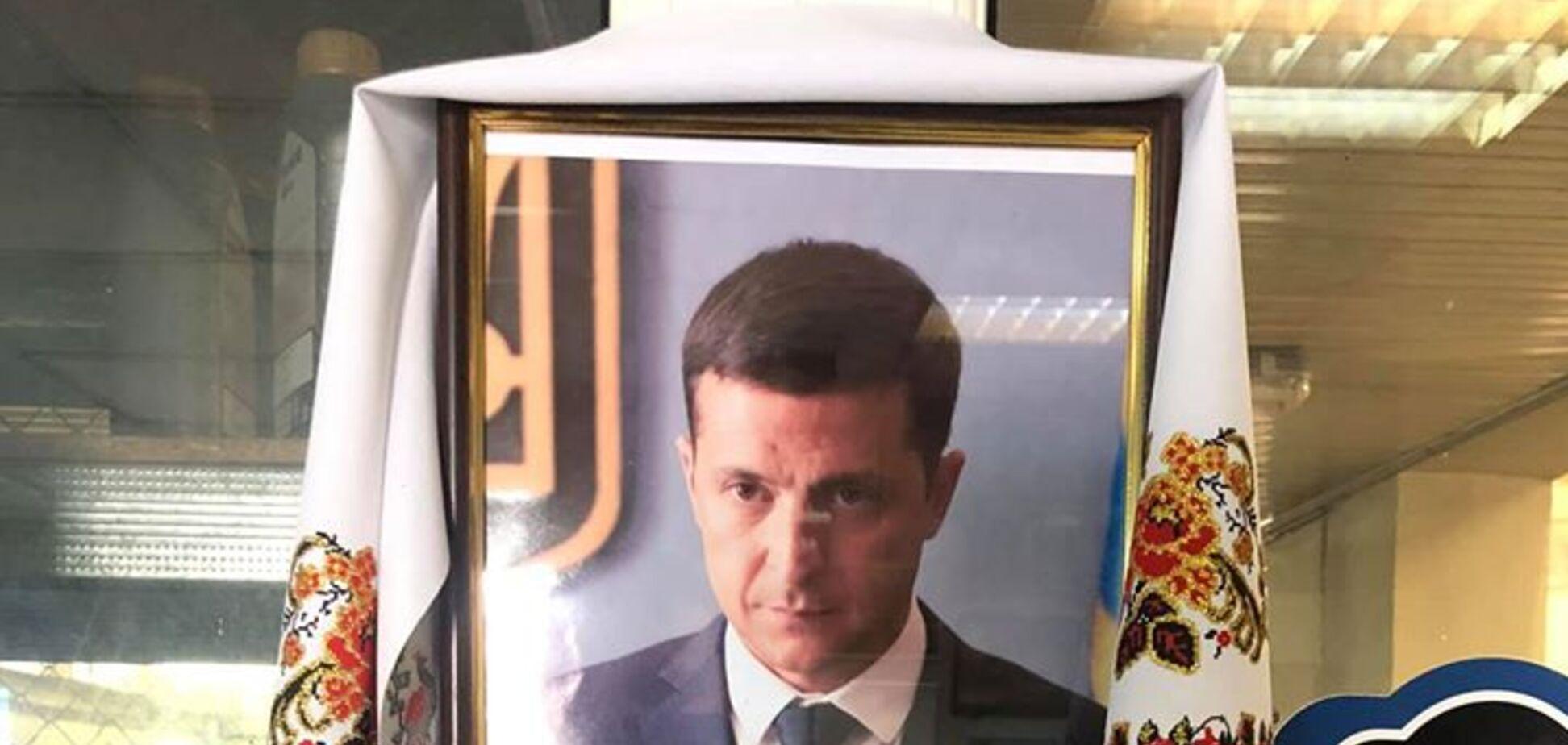 Мережа підірвало фото 'ікони' Зеленського на СТО в Одесі