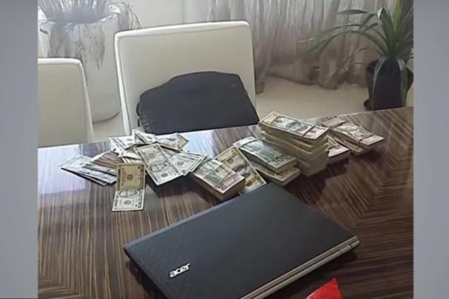 В прокуратуре Киева обнаружили мешок фальшивых долларов: новые детали