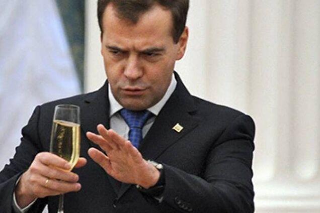 Дмитро Медведєв - алкогольна залежність