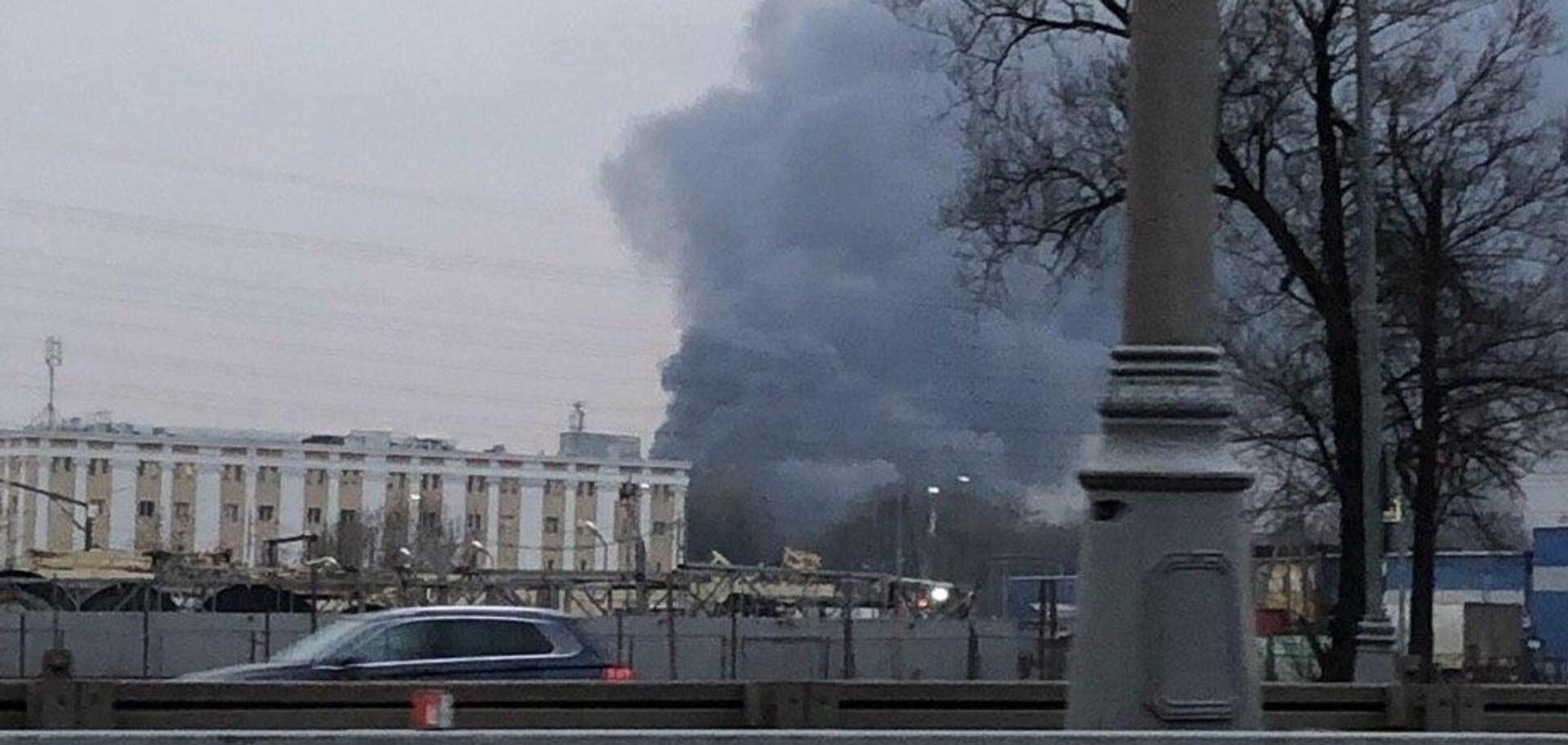 У Росії спалахнув ангар з радіоелектронікою: перші фото і відео