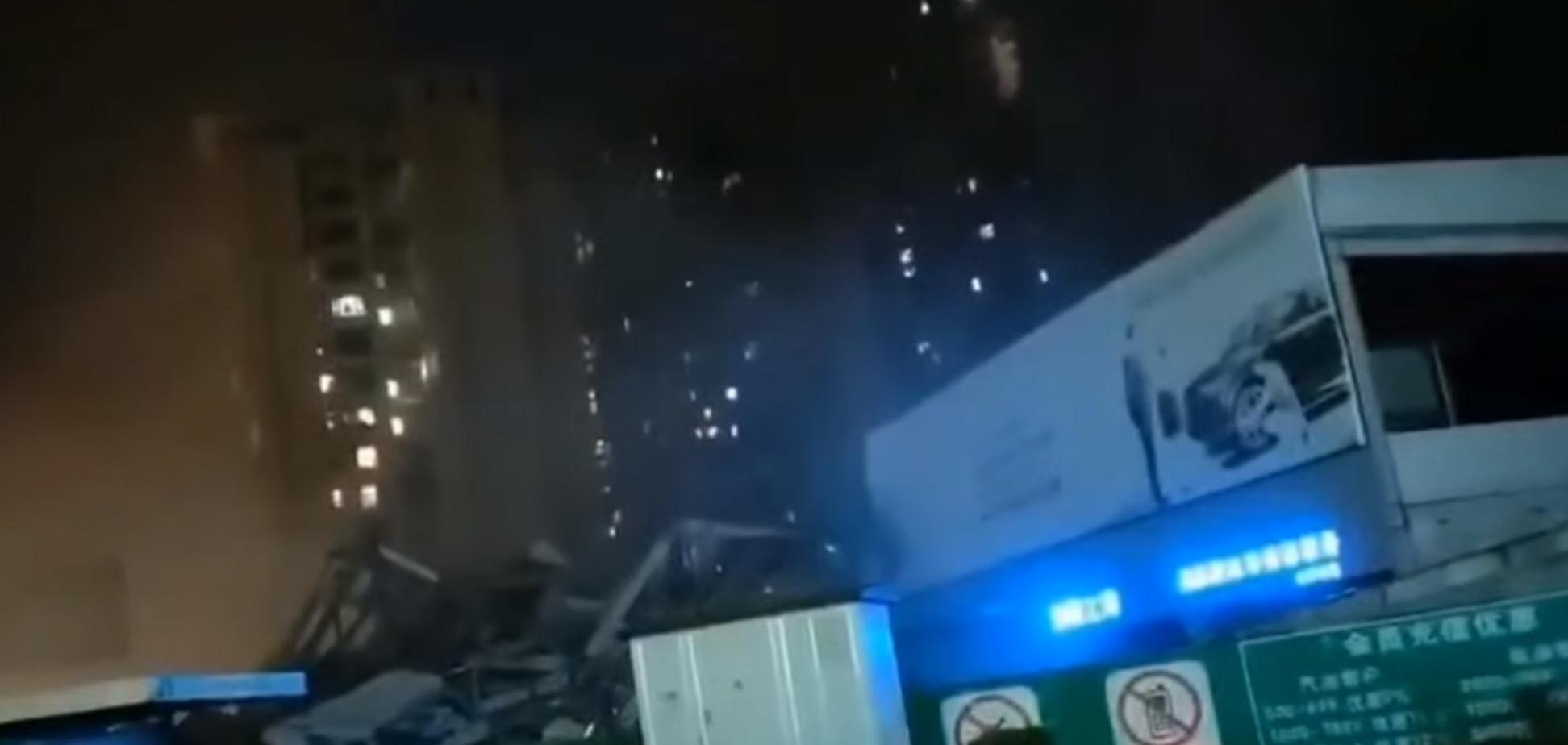 В Китае рухнула гостиница с больными коронавирусом. Видео с места ЧП