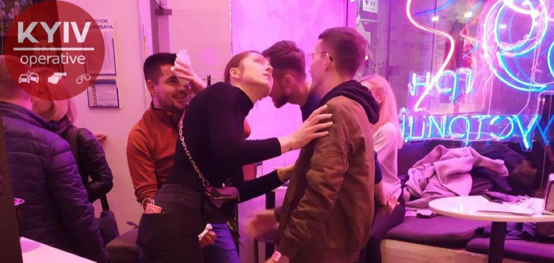 У ресторані Києва відвідувачеві розбило голову келихом