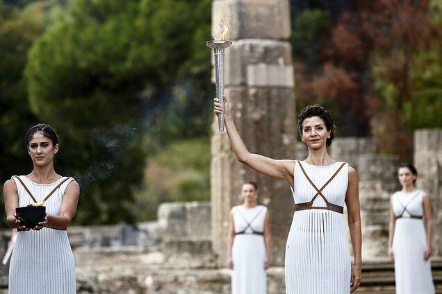 Запалення олімпійського вогню в Олімпії
