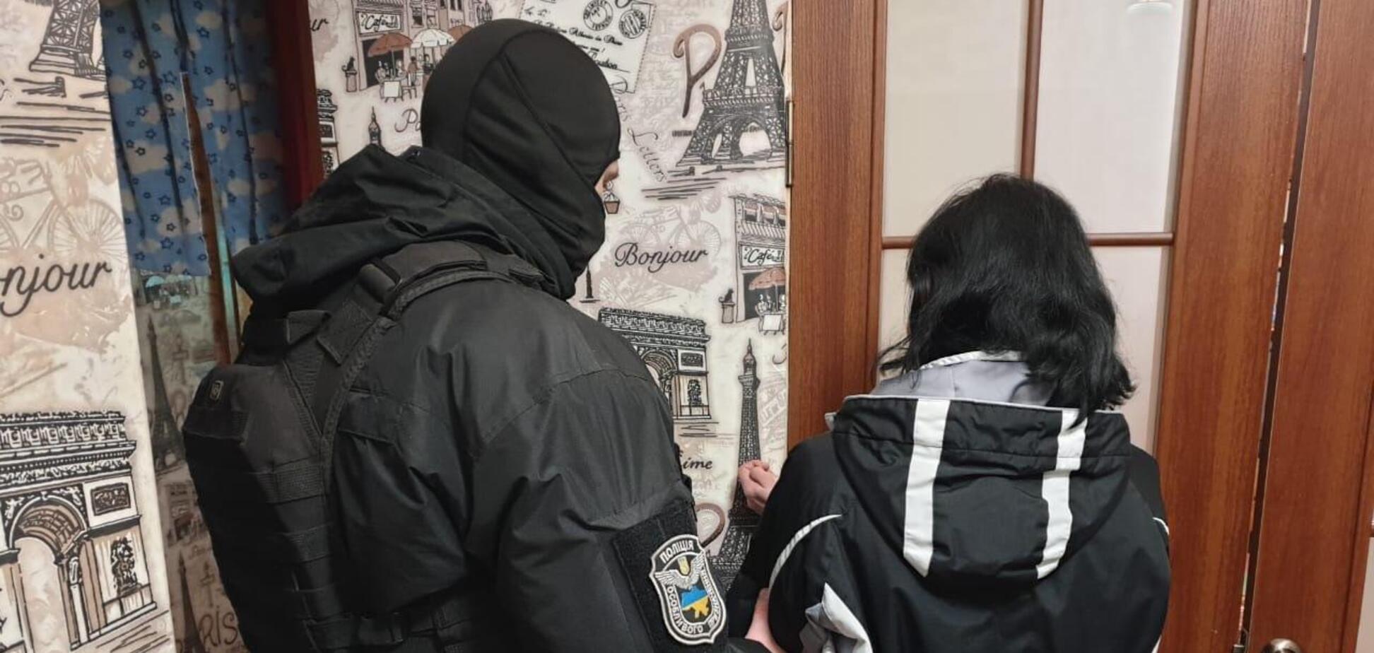 На Дніпропетровщині жінка знімала порно з 4-річною дочкою