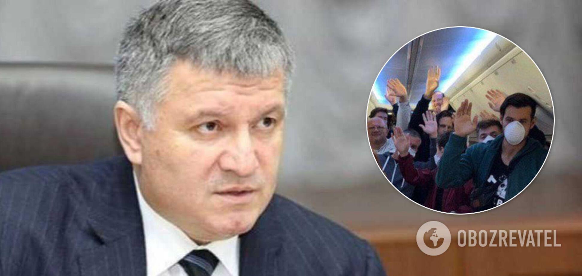 Аваков розлютився на українських туристів і заявив про повну заборону польотів