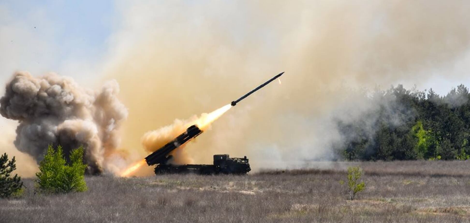 Бьет на 120 километров: в Украине успешно испытали мощное оружие. Видео