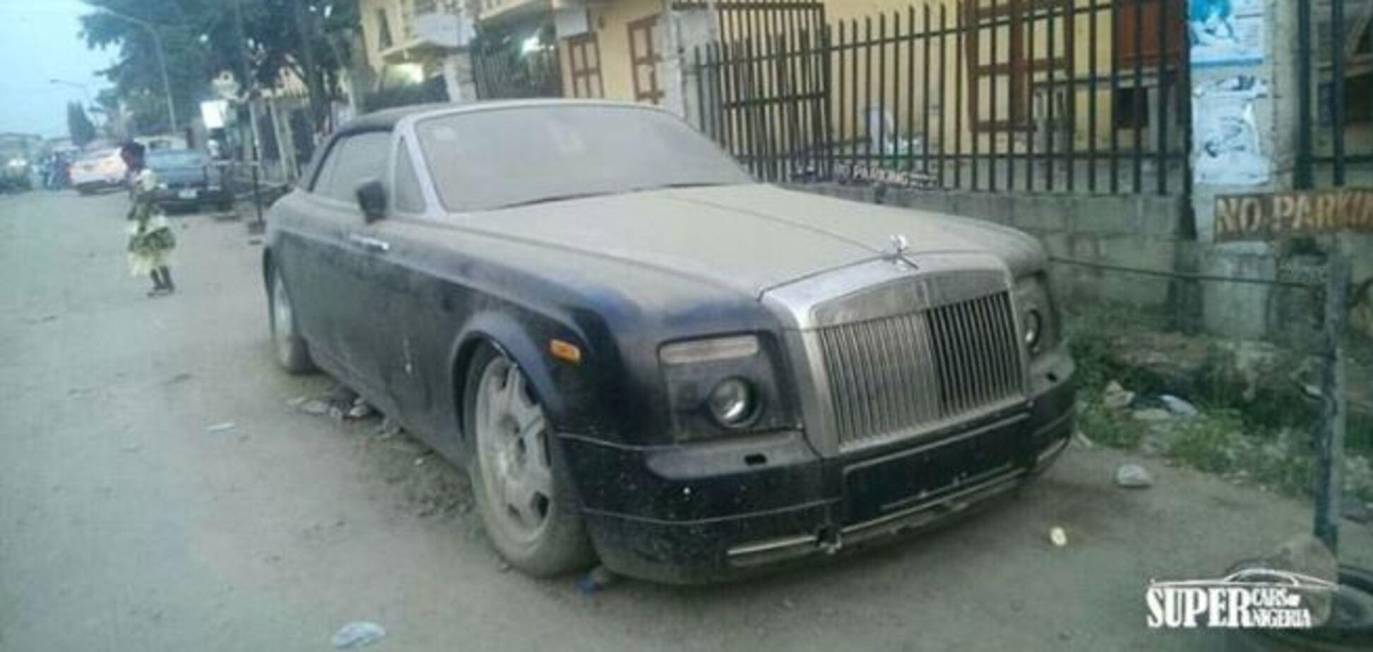 Как Rolls-Royce за $535 000 бросили гнить посреди улицы. Фото