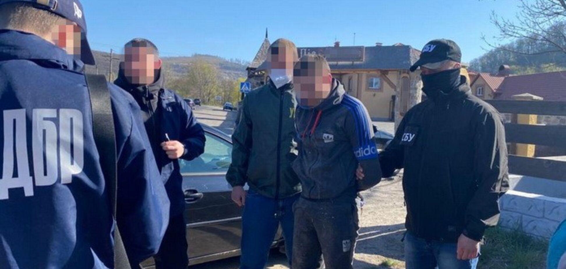 Содействовал контрабанде медицинских масок: СБУ задержала на взятке пограничника