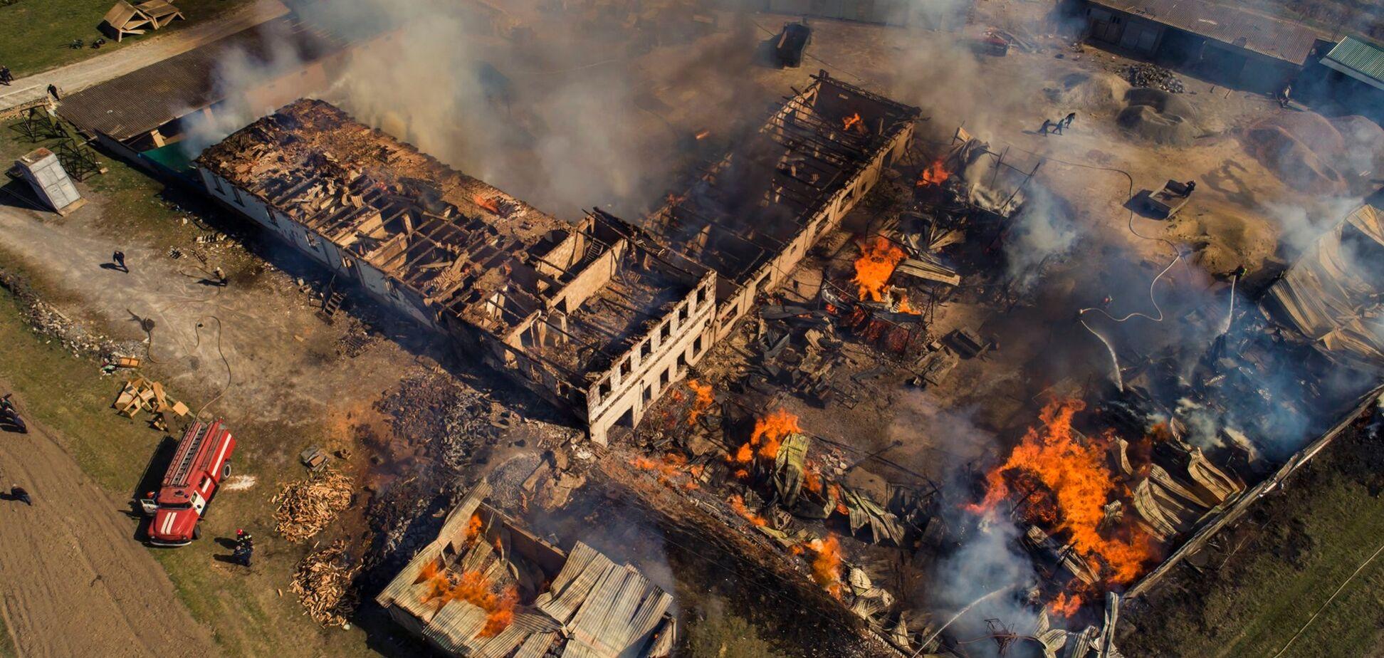 На Ривненщине поджигатели сухостоя уничтожили половину монастыря. Жуткие фото