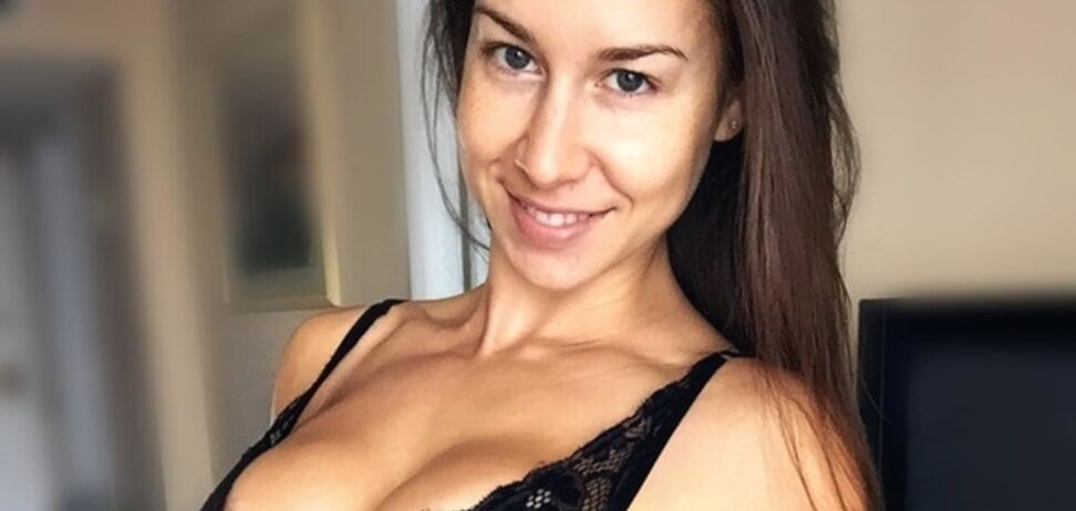 Сексуальная фитнес-тренер вызвала экстаз у фанатов своей эротикой: пикантные фото