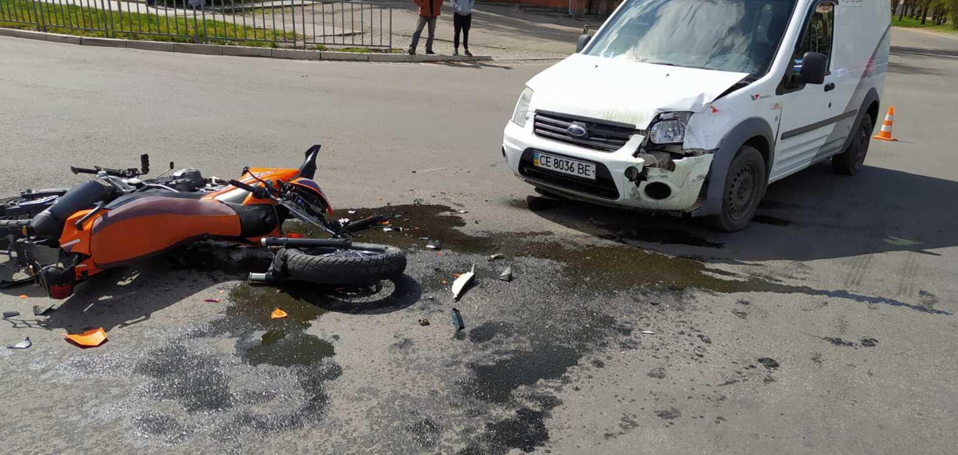 На Дніпропетровщині автомобіль на перехресті збив мотоцикліста. Фото