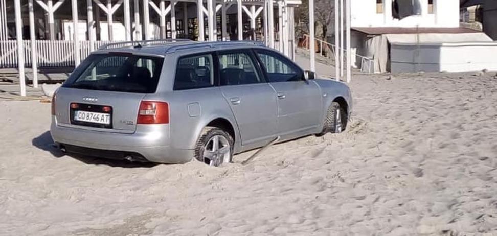 В Одесі автохам загруз в піску
