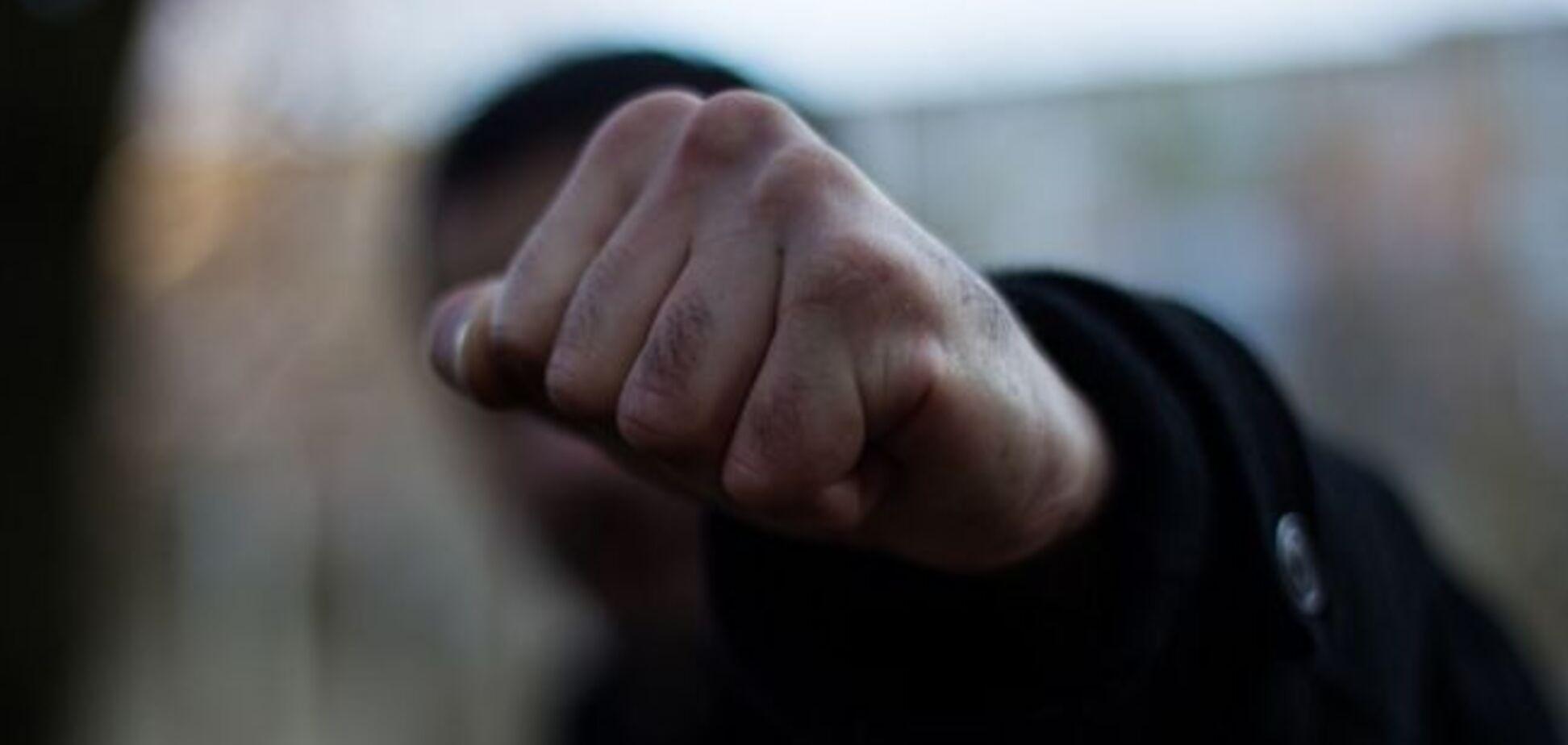 Под Одессой молодежь избила полицейского за замечание из-за масок