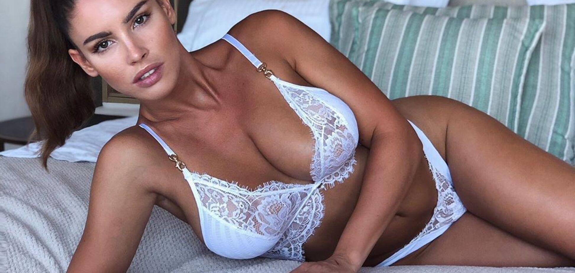 Знаменитая фитнес-модель Люсия Яворчикова прогулялась полностью голой и показала фото