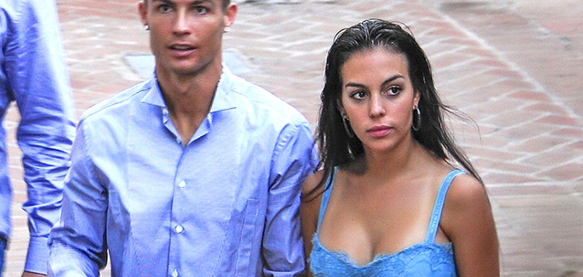 Жена Криштиану Роналду похвасталась большой грудью