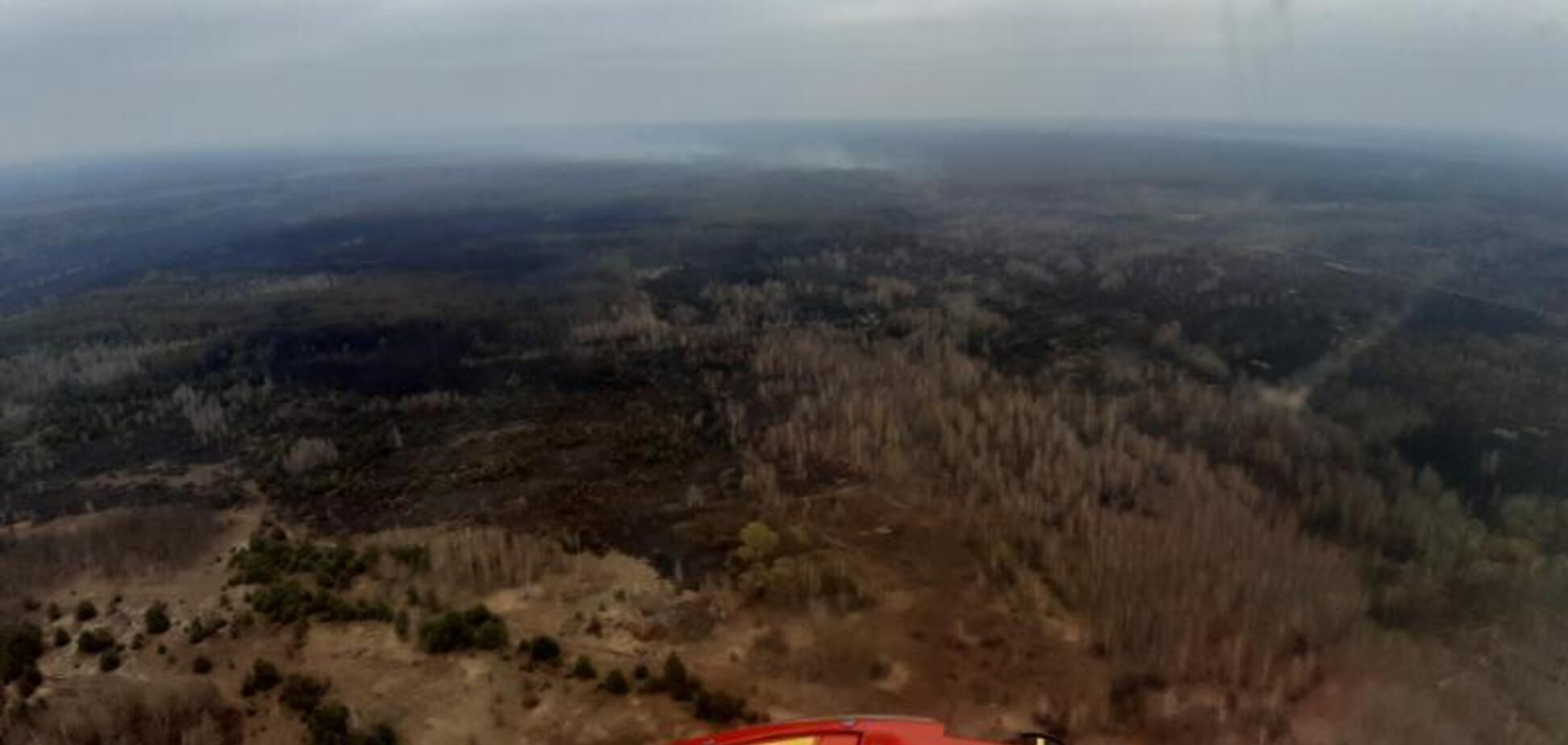 Пожежа в Чорнобильській зоні розгорілася з новою силою: рятувальникам заважає вітер