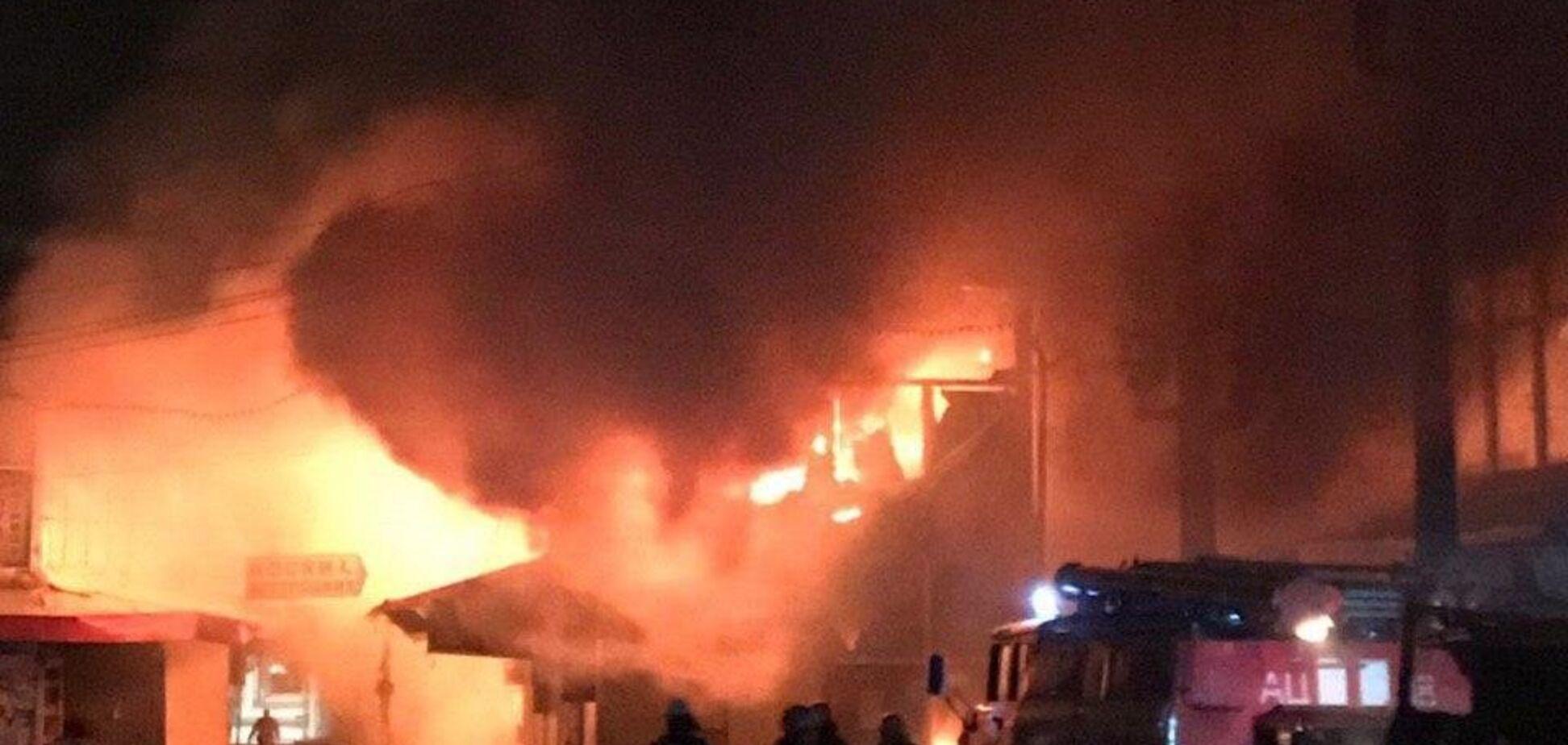 На ринку Барабашово у Харкові трапилася пожежа: фото і відео