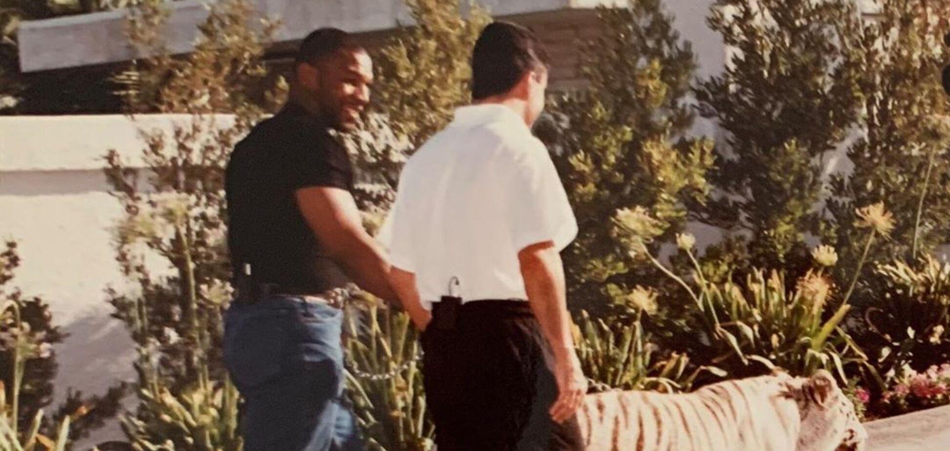 'Пришлось сменить белье': Майк Тайсон кинул тренера в клетку с тигром