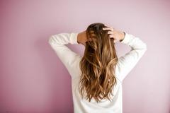 Как уложить волосы при помощи карандаша: назван неожиданный способ