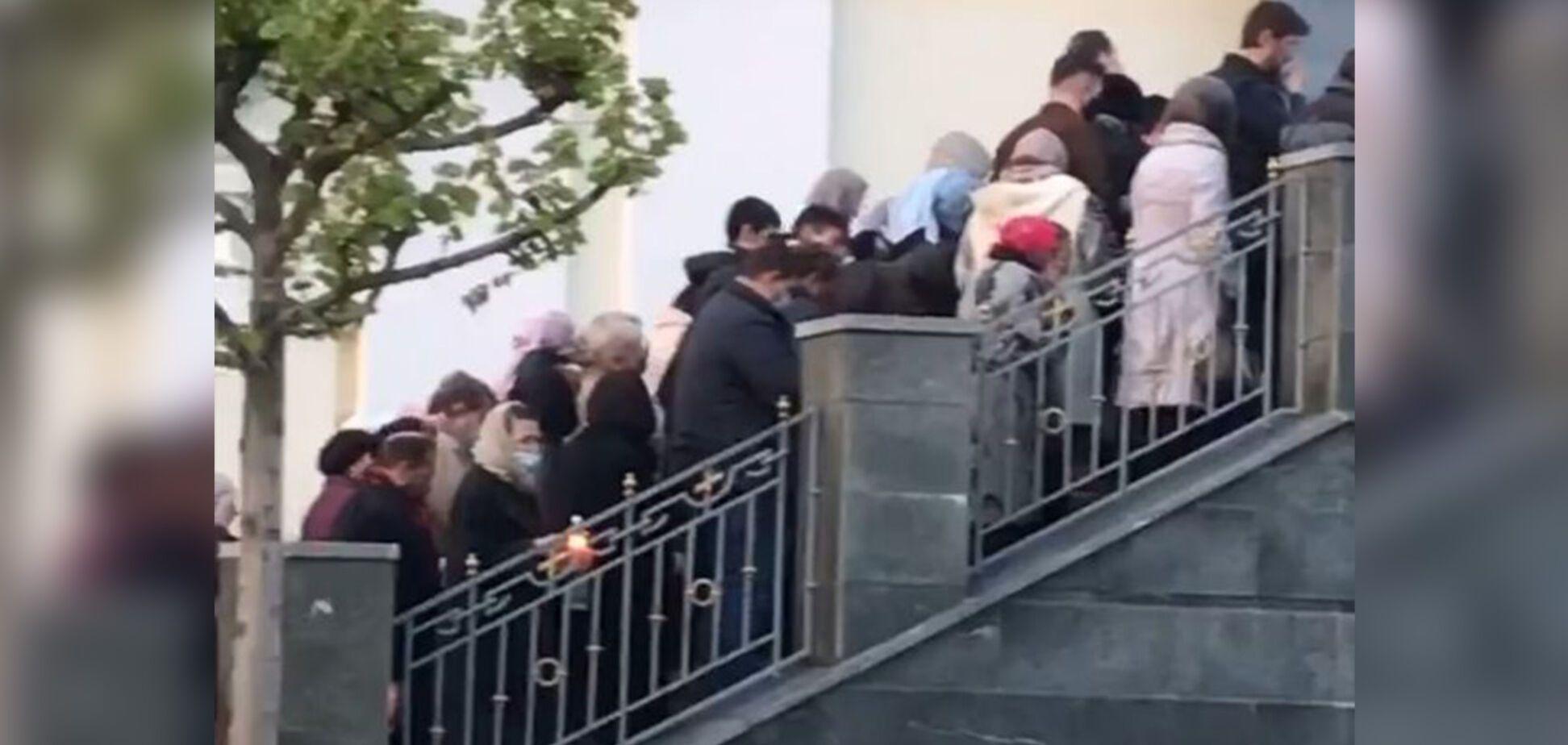 У Дніпрі завели справу проти прихожан, які стовпилися біля церкви