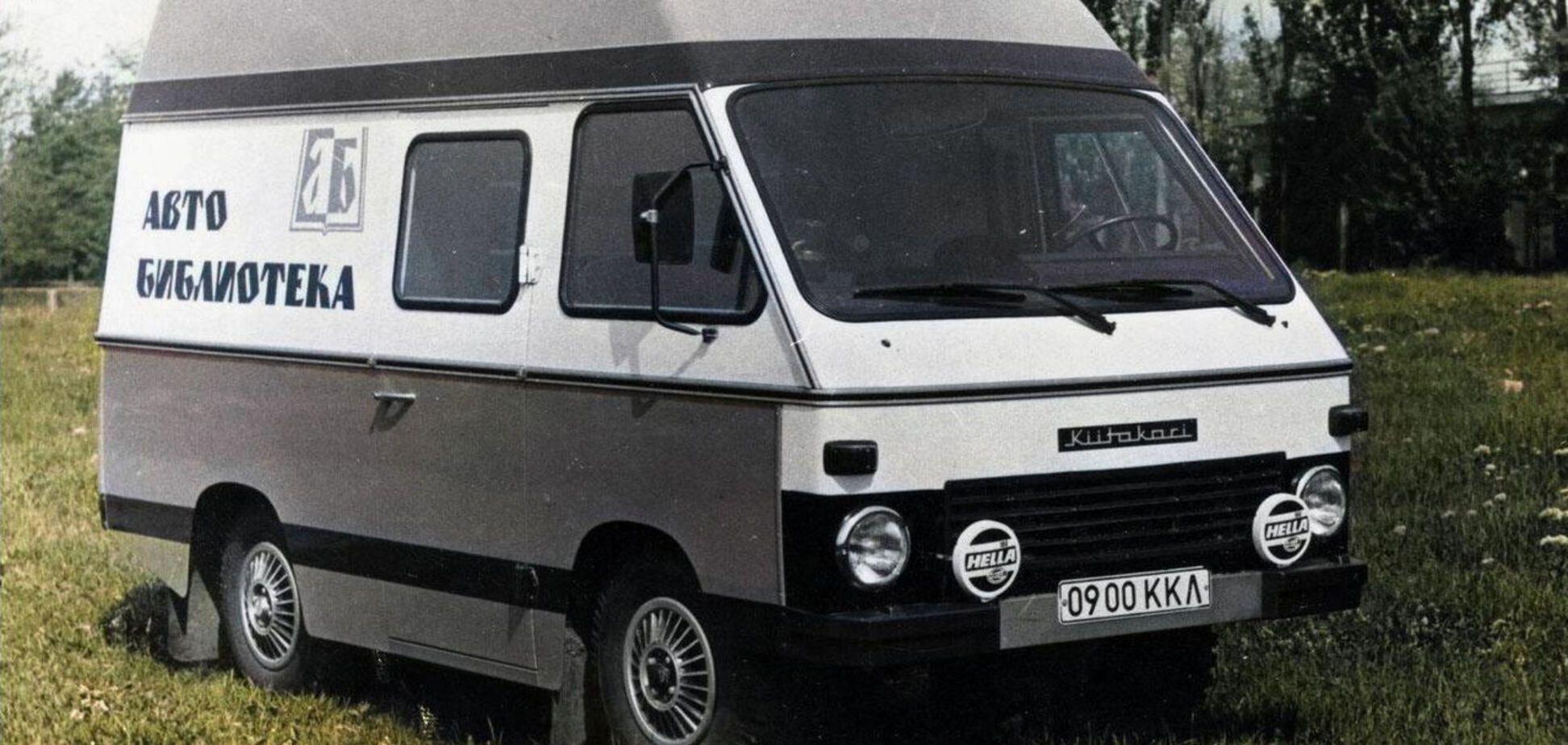 Найден уникальный УАЗ-452, на базе которого создали библиотеку