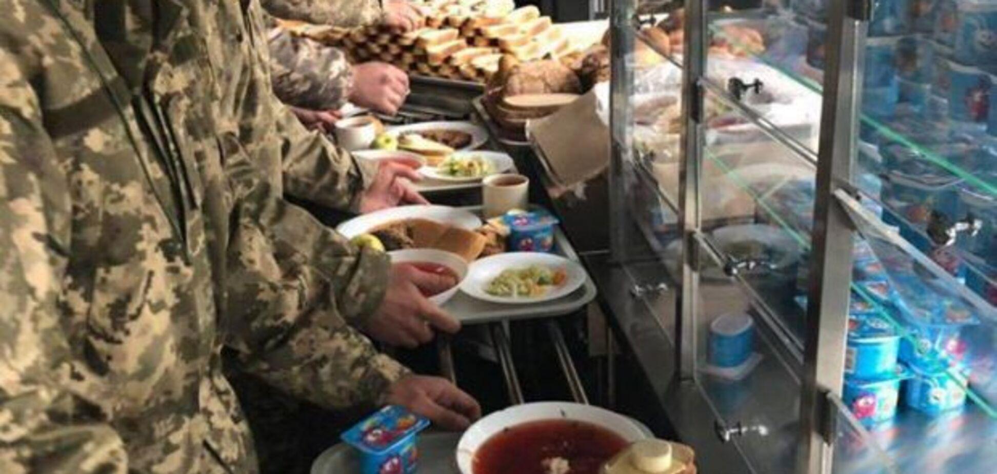 Виновные в срыве программы питания армии должны ответить – Порошенко