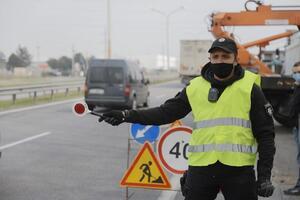 Карантин в Днепре: на Пасху работники блокпостов получили вкусные наборы от Бориса Филатова