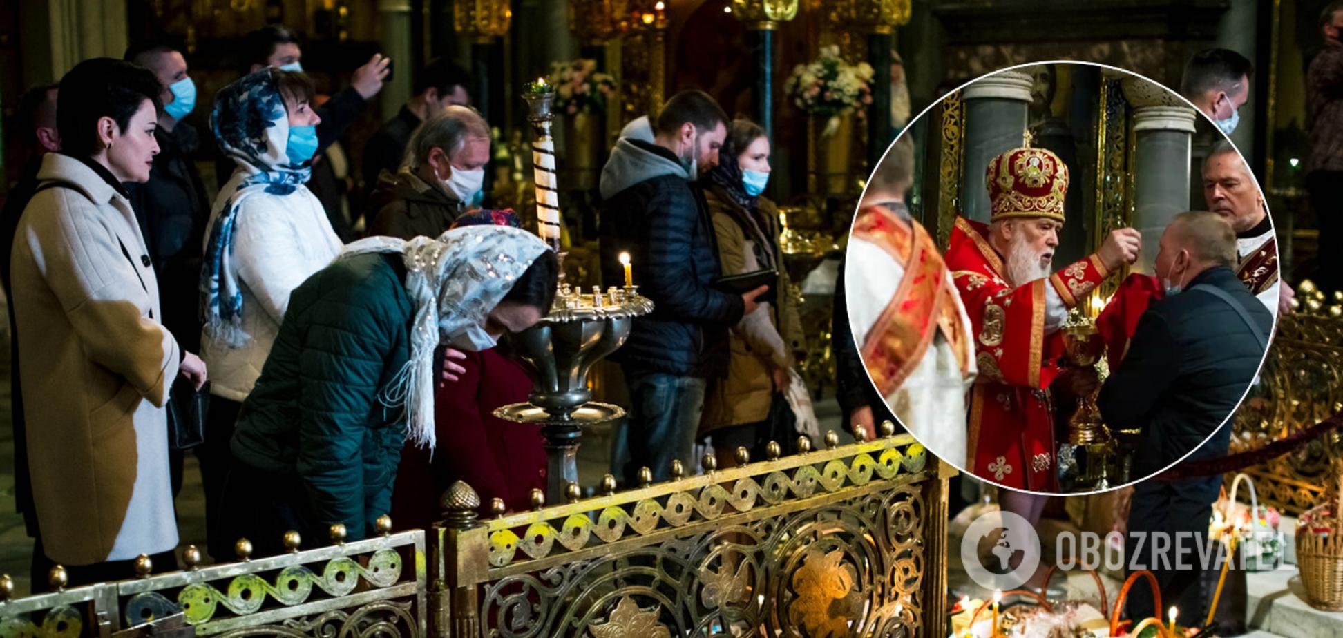 Філарет на Великдень причащав прихожан з однієї ложки і давав цілувати Біблію. Фото