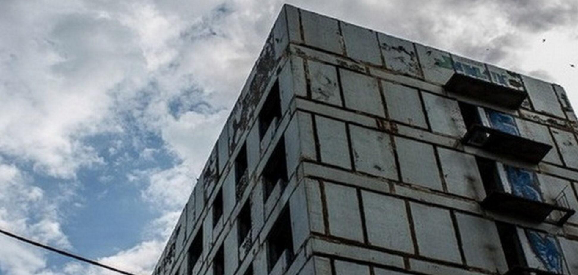 Под Днепром ребенок выпал из окна на 14-м этаже
