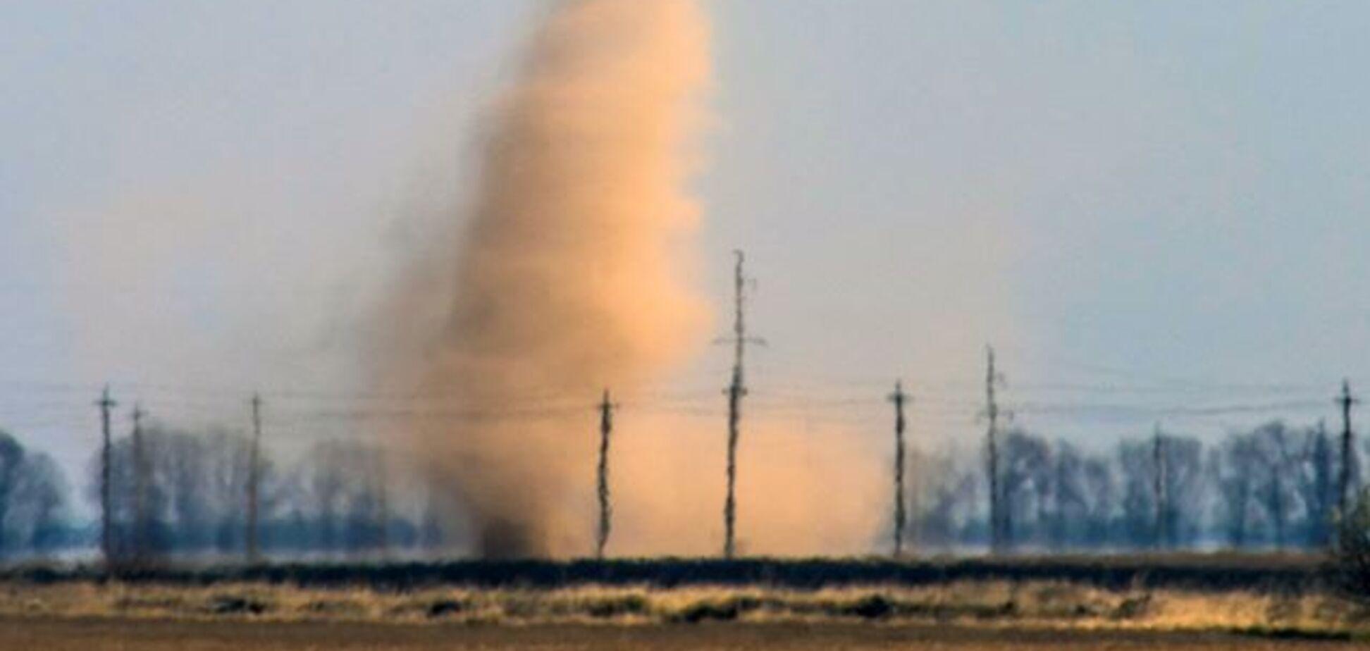 Появились фото пылевого вихря под Киевом