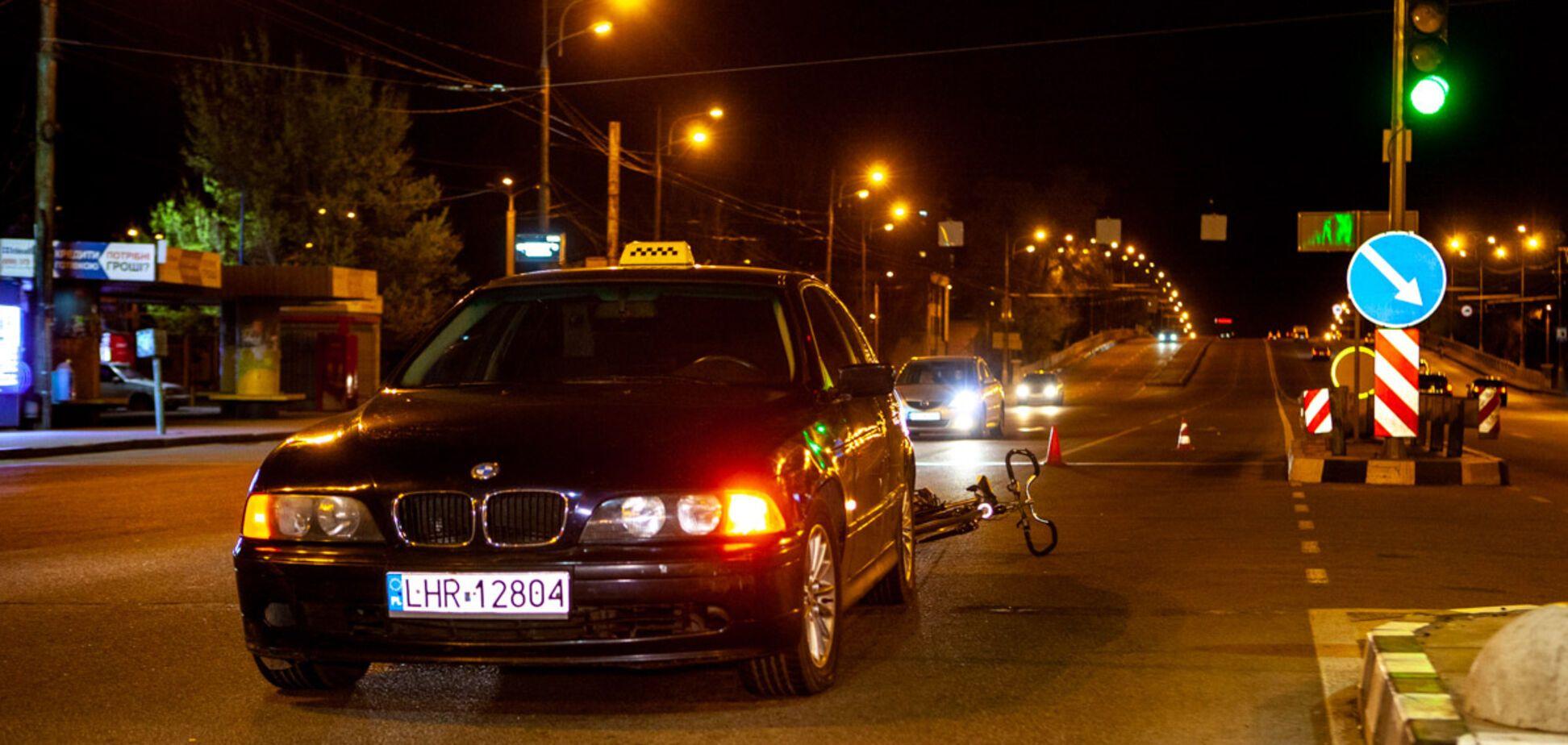 В Днепре ребенок на велосипеде попал под колеса BMW. Видео