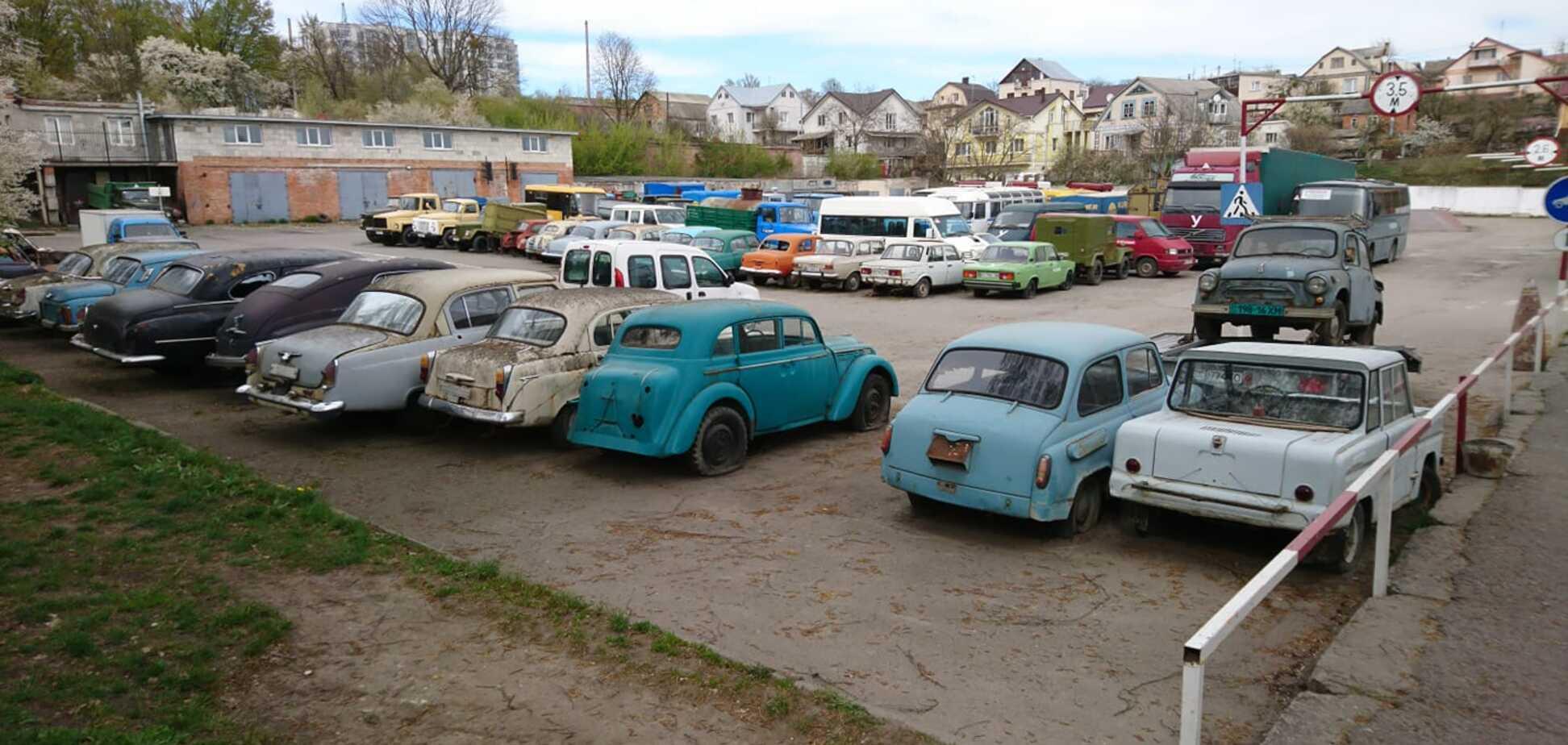 20 раритетных авто ржавеют на одной из стоянок в Украине